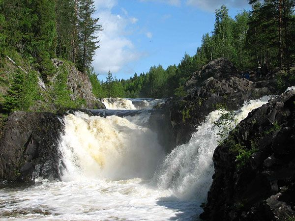 Кивач – одно из красивейших заповедных мест Карелии. Знаменитый водопад Кивач – второй по величине равнинный водопад Европы после Рейнского.