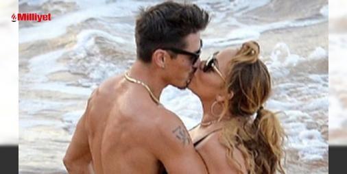 Mariah Carey meraklı bakışlara aldırış etmedi : James Packerden 2 ay önce ayrılan 46 yaşındaki şarkıcı Mariah Carey kendisinden 13 yaş küçük Bryan Tanaka isimli dansçı ile samimi bir şekilde görüntülendi.Dünyaca ünlü isim Hawaide bir plajda sevgilisine sarılıp öpüşerek haklarında çıkan aşk dedikodularını doğrulamış oldu.Bryan Mariah Careyi...  http://www.haberdex.com/magazin/Mariah-Carey-merakli-bakislara-aldiris-etmedi/106123?kaynak=feed #Magazin   #Mariah #Carey #Bryan #isim #Hawai