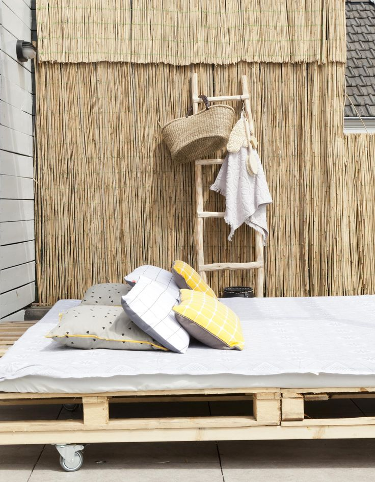 DIY daybed for a lazy summer   Styling Leonie Mooren   episode 6 vtwonen doe-het-zelf