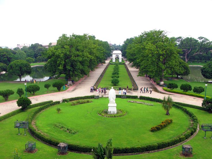 #MyWayOnHighway: Day 58, Beautiful manicured gardens outside Victoria Memorial in Kolkata #India #travel