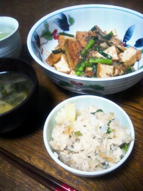 はりねずみちゃん家でご馳走になって、また食べたくなって作っちゃいました。  もこさん、美味しいレシピありがとうございます(≧∇≦*) - 152件のもぐもぐ - gurimocoさんのホタテとおじゃがの炊き込みご飯&厚揚げで肉豆腐&ワカメの味噌汁 by sakachinmama