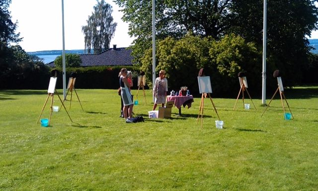Painting course in our garden. Summer, spring, learning how to paint with an artist, art, abstract painting, green garden, beautiful garden, Norway. Hotel Refsnes Gods.