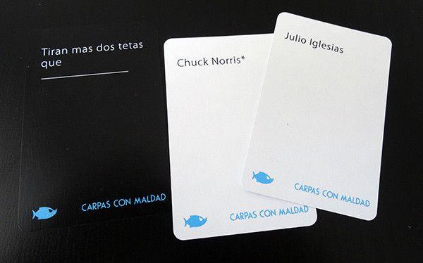 Ejemplo del juego: Carpas con Maldad, expansión no oficial de Cartas contra la Humanidad (Cards Against Humanity)