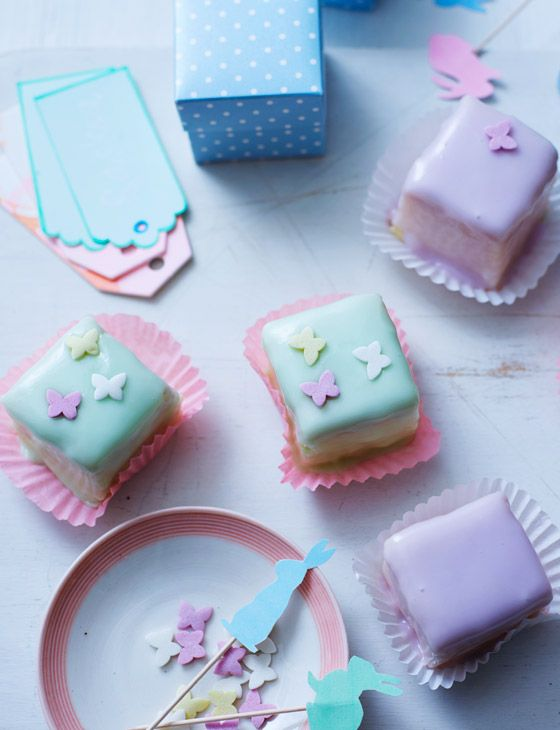 Aren't these lemon and almond fondant fancies some of the prettiest things you've ever seen? Perfect to bake at Easter!