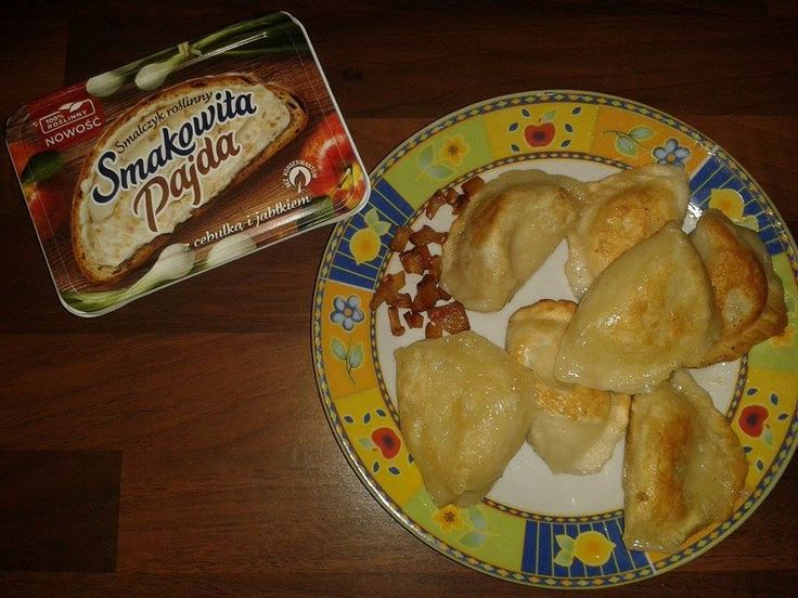 Dziś na obiad pierogi ruskie :)  #SmalczykRoślinny idealnie nadaje się do podsmażenia oraz jako okrasa do pierogów. Mniam! #SmakowitaPajda #SmalczykRoślinny https://www.facebook.com/photo.php?fbid=1677675949138088&set=o.145945315936&type=3&theater