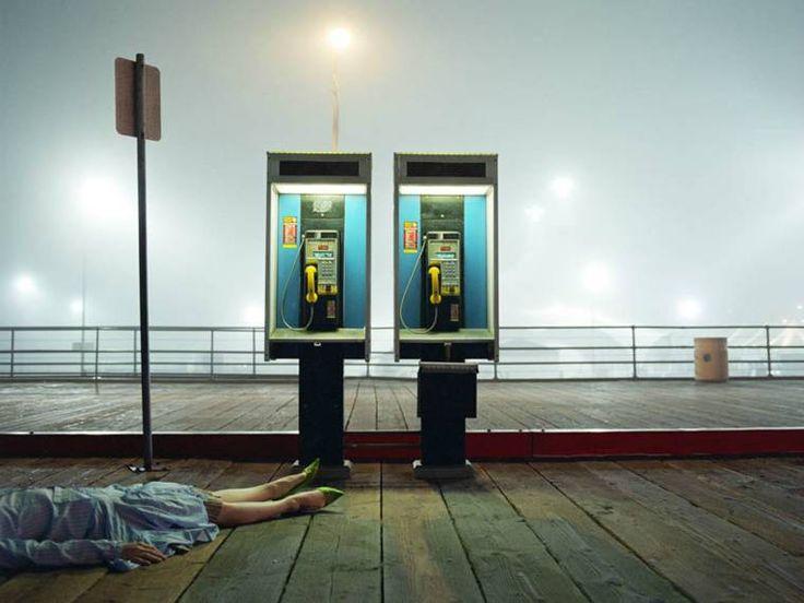 Avec sa série High Fashion Crime Scenes, la photographe américaine Melanie Pullen a imaginé la rencontre entre deux univers que tout oppose, la photograph