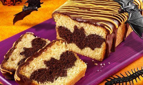 Fledermaus-Kuchen Rezept: Kuchen aus dunkler und heller Sandmasse mit Schoko-Zucker-Glasur - Eins von vielen köstlichen gelingsicheren Rezepten von Dr. Oetker!