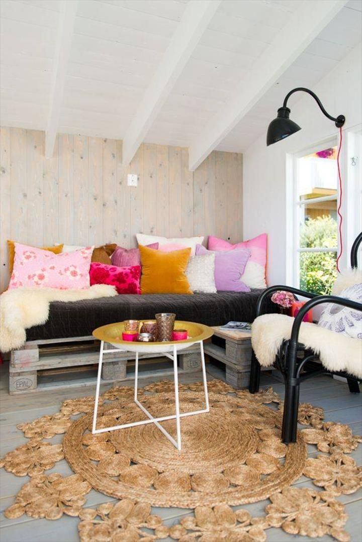 Colorful easy-to-build pallet living room sofa