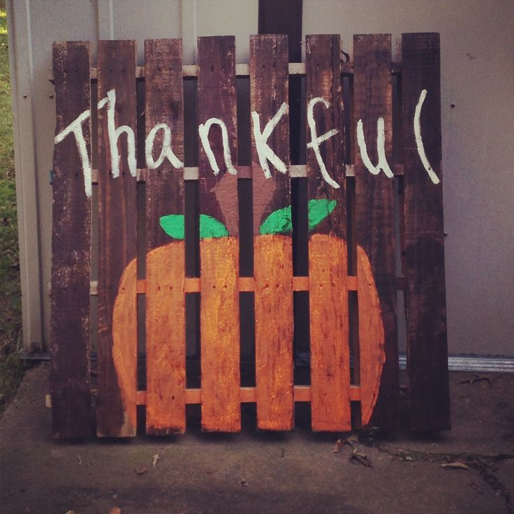 Pallet for your fall outdoor decor.