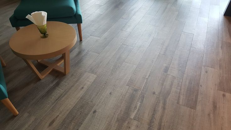 Wood 161V 165x1000mm by Cooperativa Ceramica d'Imola adorn the hotel lobby at D Varee Hotels & Resorts ดีวารี โฮเทลส์ แอนด์ รีสอร์ท. #wood #woodtile #ceramictile #porcelainwood #porcelaintile #interiordesign #flooring #hoteldesign #thi
