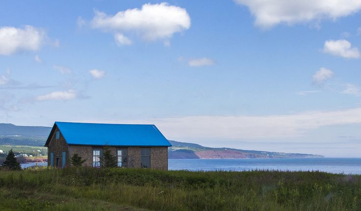 https://flic.kr/p/vPhNYg | Blue School on the Ocean | This blue roofed house used to be a school or classroom. I wish I had the same view on the ocean when I used to be in class :)  Taken with a Canon EOS 6D in Gaspésie, Québec, Canada