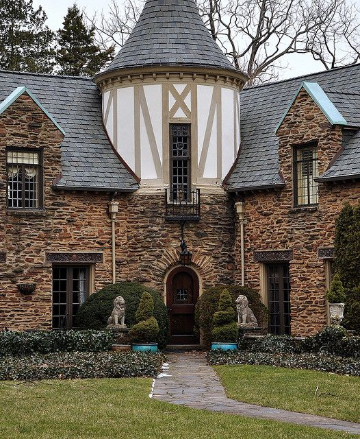 17 best images about tudor style homes on pinterest for Tutor house