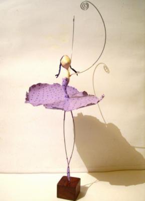 bailarinas escultura em papel papel,arame,tinta cartapesta,papel maché