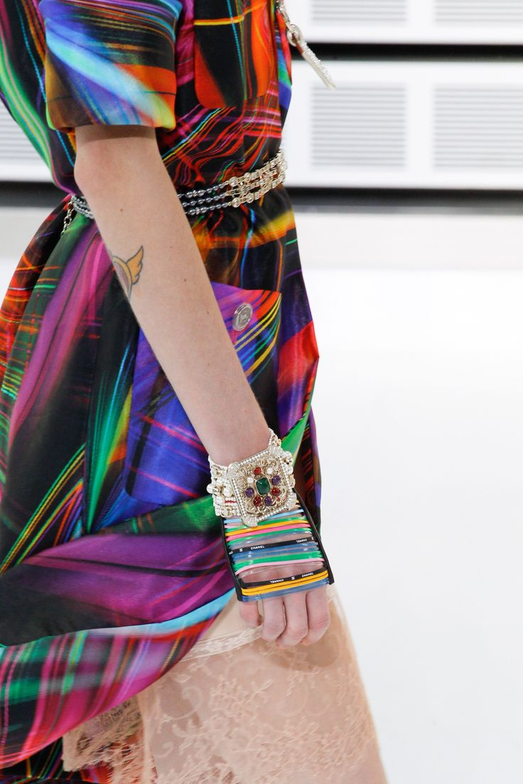 Chanel Spring 2017 Ready-to-Wear Accessories Photos - Vogue