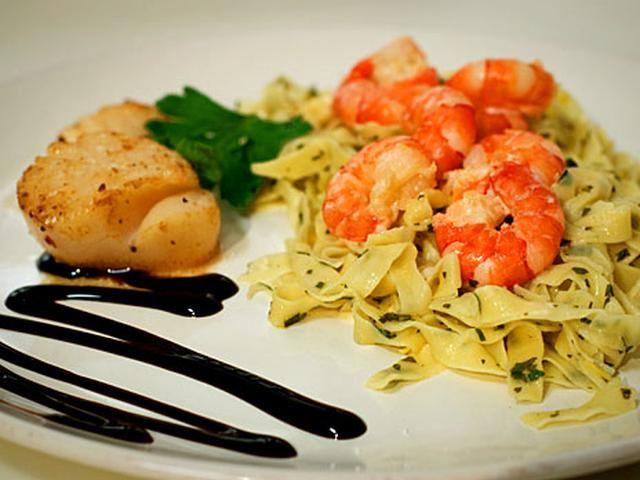 Hemgjord pasta med havets frukter