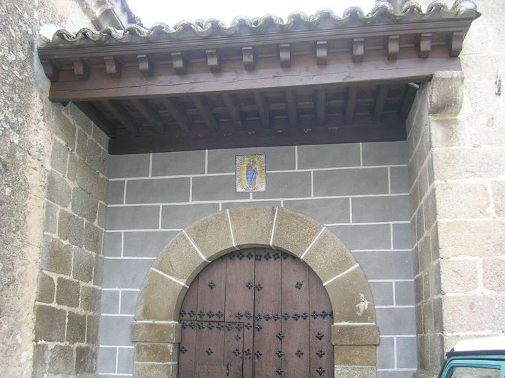 Pórtico principal de la Iglesia de la Concepción (Hinojosa de San Vicente) Siglo XVI