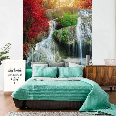 Fototapetul personalizat  Cascada din munti este perfect pentru a decora integral un perete din casa ta sau dintr-un alt spatiu: bar, restaurant, hotel, birou s.a.