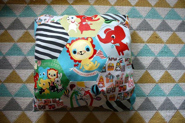 Tyyny pieneksi jääneistä Littlephant -vaatteista, 2013