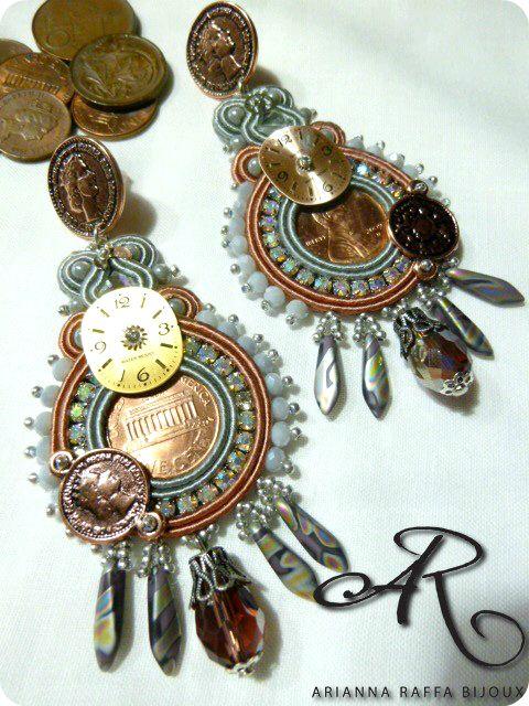Orecchini soutache Steampunk, con monete e quadranti veri di orologi...