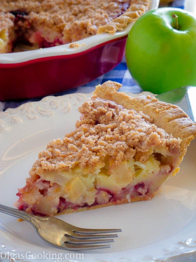 best sour cream apple berry pie recipe. try it once and you'll be hooked for life! So So GOood!