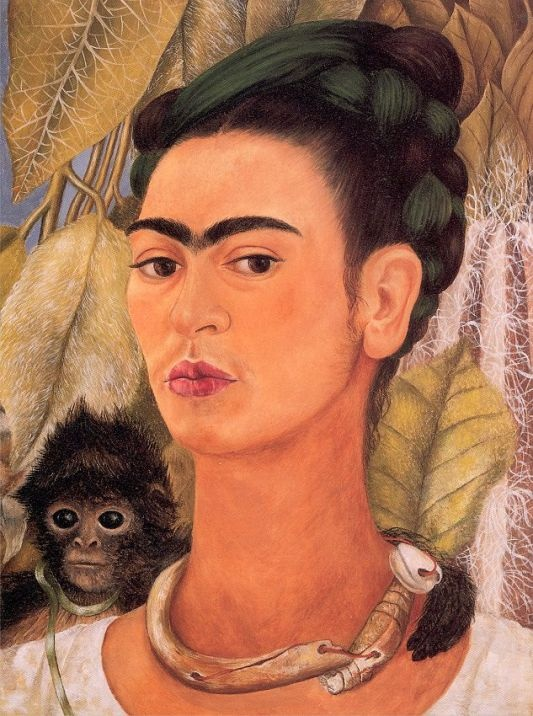 원숭이와 함께 있는 자화상 / 프리다 칼로의 자화상. 그녀는 사고로 인한 고통을 극복하고자 거울을 통해 자신의 내면 심리 상태를 관찰하고 표현하고자 한 화가이다. 따라서 그녀의 작품에는 자화상이 많다.
