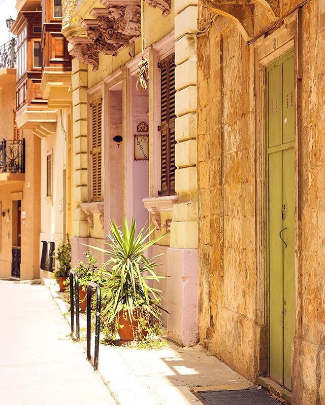 Afternoon glow in #mdina #street #houses #colors #oldtown #golden #glow #summer #classic #history #silentcity #igersmalta #lovemalta #maltaphotography #igerseurope