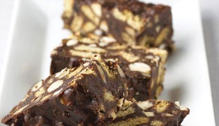 Naast heerlijke ijsjes hebben wij chocolat biscuit cake. Een chocolade gebakje dat je echt eens moet proberen.