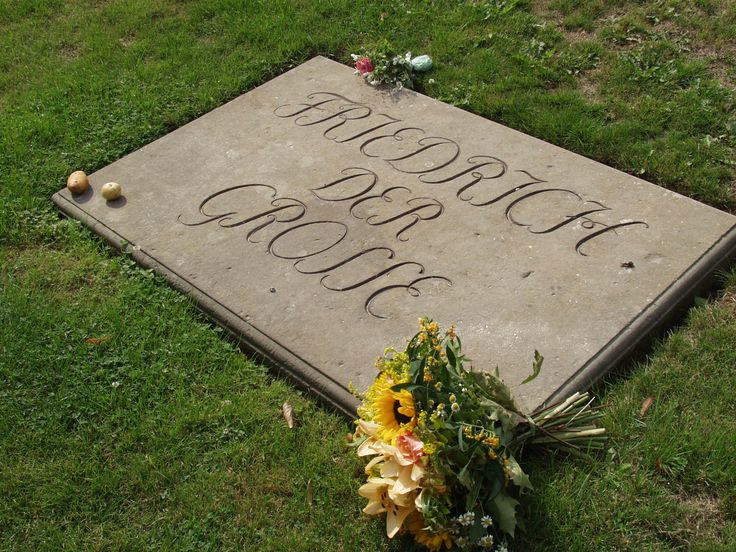 File:King Friedrich the Great's grave on the grounds at San Souccii hg.jpg - Wikipedia, the free encyclopedia