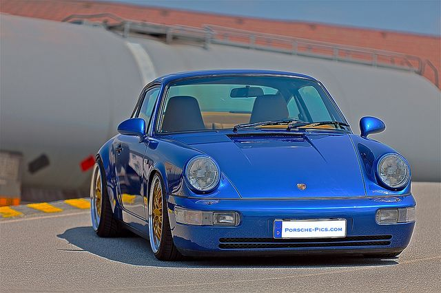 Porsche 964. Real good color combo. Blue and gold