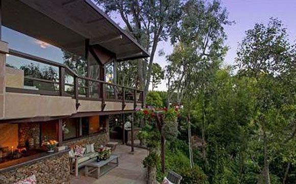 Vocalista do Coldplay compra mansão em Malibu por 32 milhões de reais.