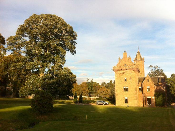 Slotsophold i Skotland med Tikiøb Event