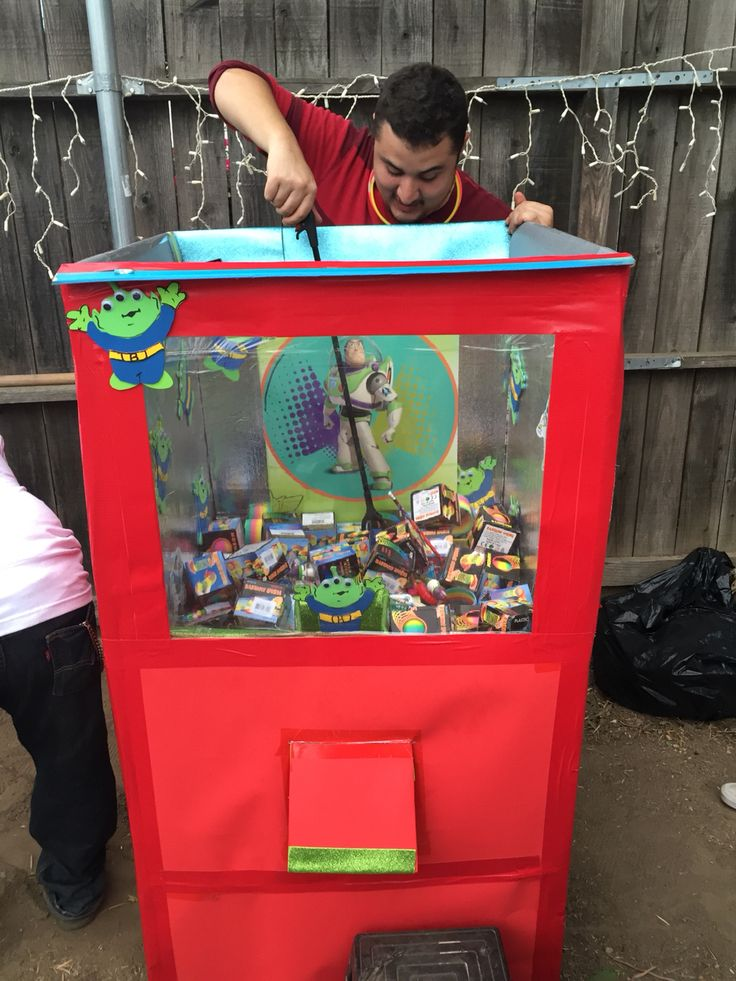 The Claw machine. DIY toy story