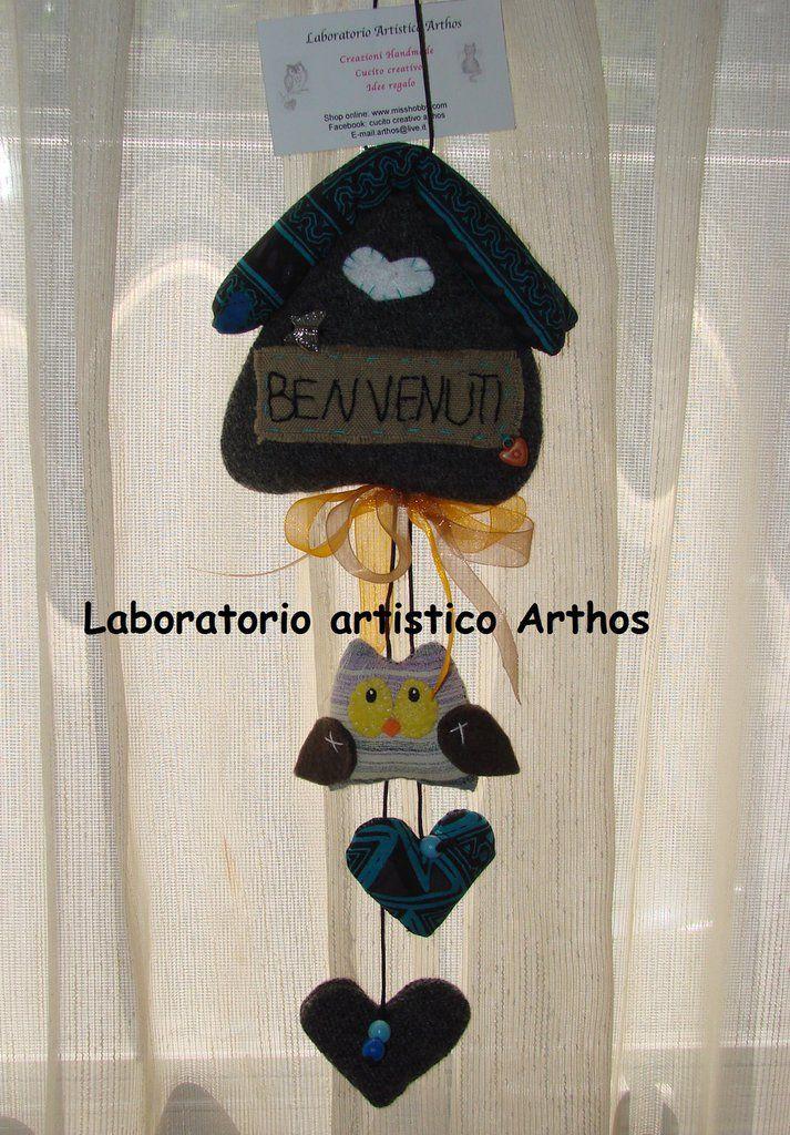 BENVENUTI CASETTA CON GUFO IN TESSUTO CON CUORE DECORO  CASA IDEA REGALO ARTIGIANALE, by Laboratorio Artistico Arthos, 10,00 € su misshobby.com