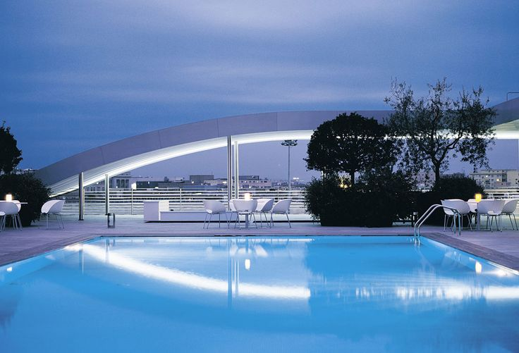 Rooftop swimming in Rome...  http://poolholiday.com/worlds-best-swimming-pools/italy/rome-radisson-blu-es-hotel-swimming-pool/