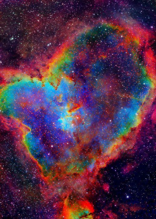 Heart nebula - Credit: NASA                                                                                                                                                                                 Más