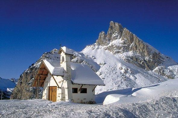 Provincia di Belluno - Chiesetta del Passo Falzarego  #TuscanyAgriturismoGiratola