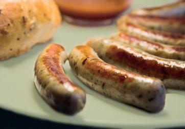 Lav hjemmelavede pølser med citron og timian til en ristet hotdog af fin kvalitet