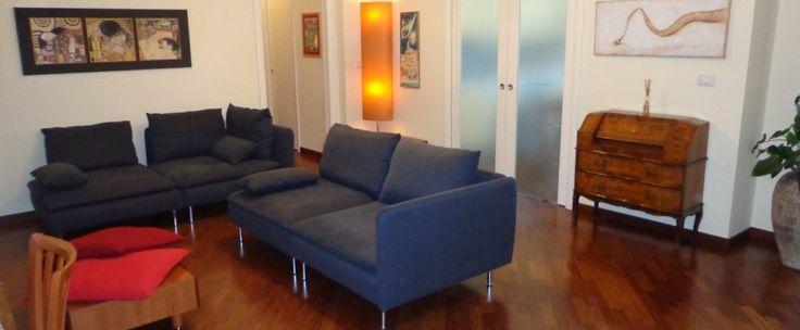 Proponiamo appartamento di circa 95 mq composto da salone doppio con camino, cucina abitabile, due camere da letto, due bagni e ripostiglio. Due ampi terrazzi coperti, box per due auto di 35 mq. Ottime rifiniture.