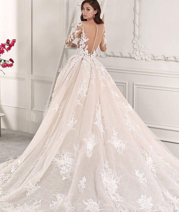 Mit freundlicher Genehmigung von Demetrios Wedding Dresses; www.demetrios.com