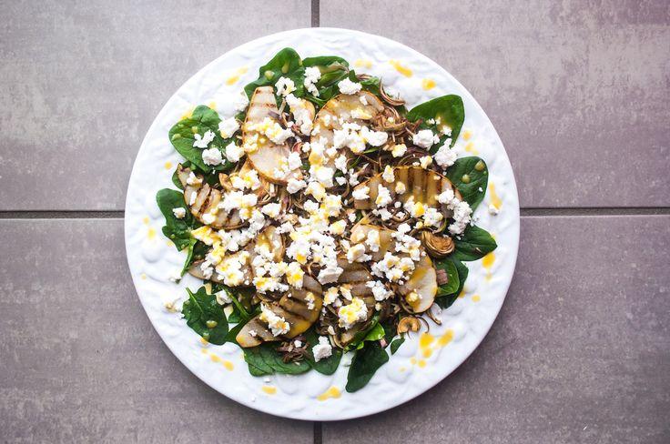 insalate primaverili carciofini feta pere grigliate spinaci