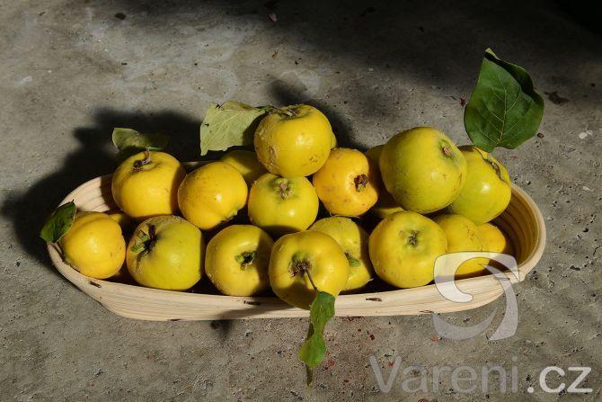 Marmeláda z kdoulí se nesmírně hodí například na lívance nebo palačinky. Jako vedlejší produkt vznikne luxusní pomerančové želé.