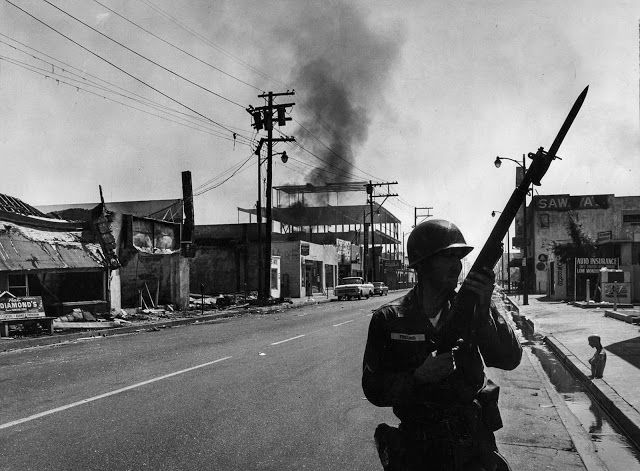 vintage everyday: 50 Years Ago Today – 28 Historical Photographs from the Watts Riots in August, 1965