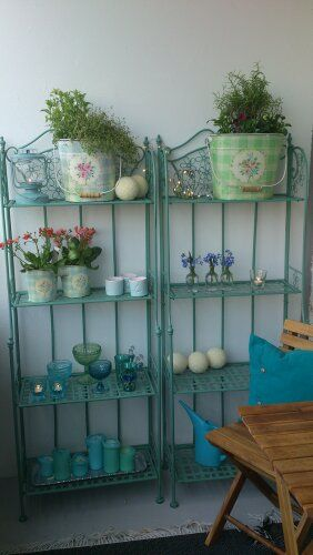 spraymålad balkonghylla i turkos  spraypainted shelf for balcony in turquoise