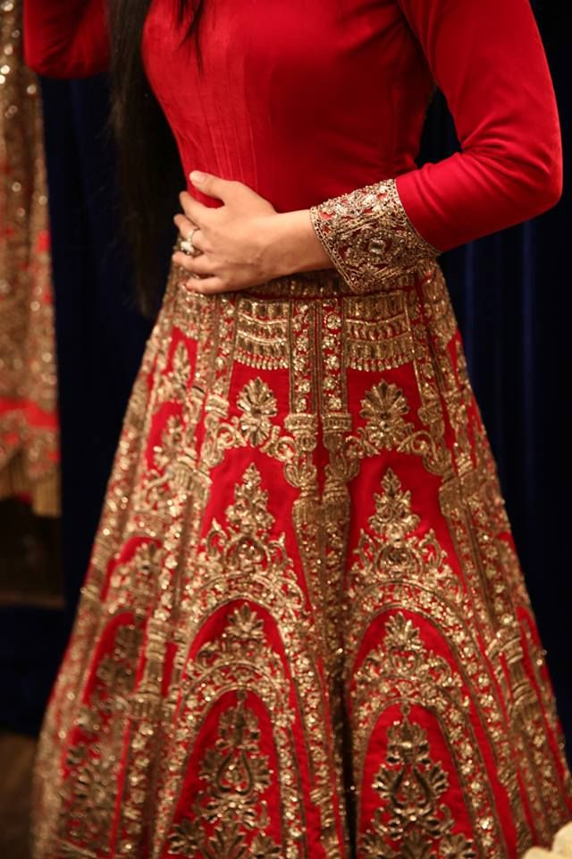 A Manish Malhotra lengha close up.