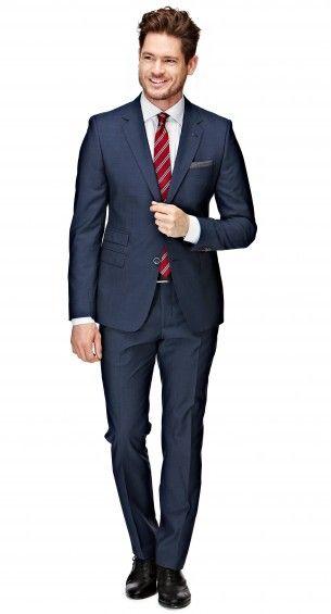 Het donkerblauwe Zenar pak heeft een shaped fit waardoor het pak perfect op het lichaam aansluit. Dit extra slank gesneden pak is tweeknoops, heeft een notch lapel, flap pockets en side vents. Extra: aan de rechtervoorzijde van het jasje zit een ticket-pocket.