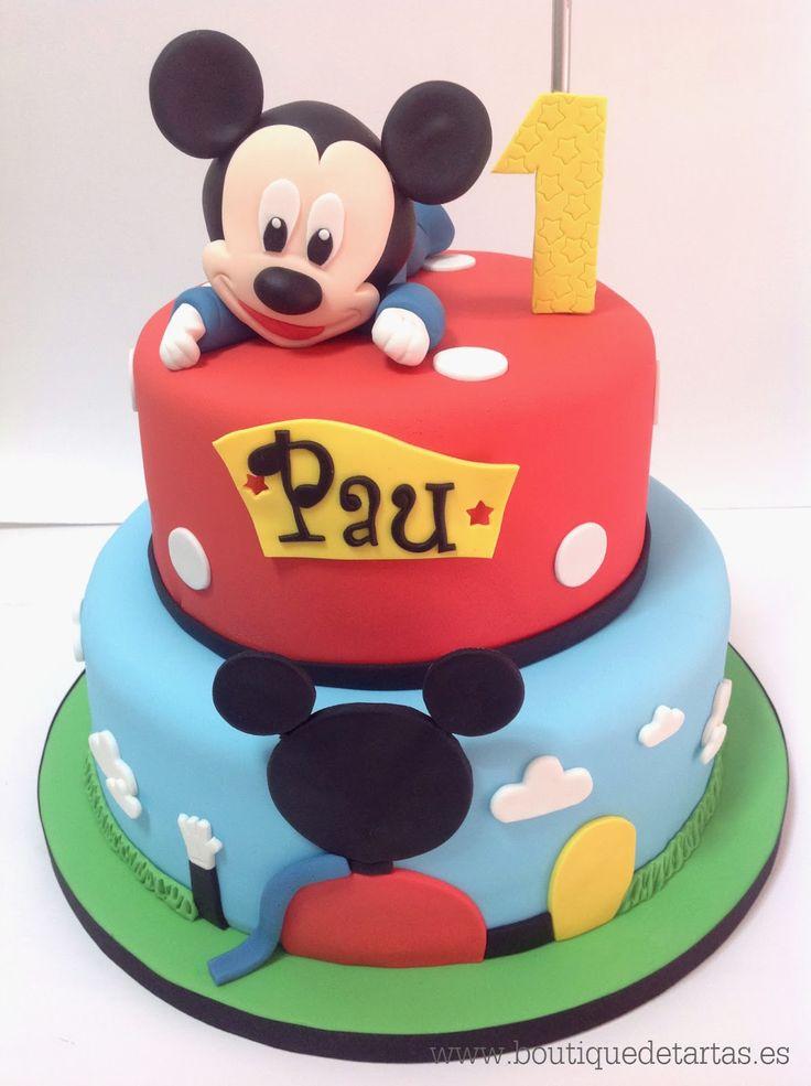 Tarta que combina La casa de Mickey Mouse y la figura modelada de Baby Mickey. Podéis encontrar otros modelos de la casa de Mickey pin...