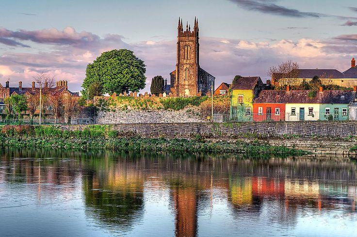 Irsko, řeka Shannon v Limericku