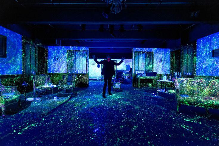 Bleu Bleu, écrit et mis en scène par Stéphane Arcas. Création Théâtre Océan Nord, Bruxelles, janvier 2014. Photo: Michel Boermans.