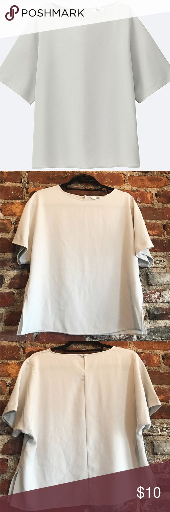 ✨Uniqlo Professional Drape Blouse✨ This blouse is gorgeous for a professional yet trendy look! Pair it with slim cut pants or dramatic culottes - this top is the perfect versatile basic. It is LIKE NEW only worn one time. It runs slightly big as it is meant to be oversized. Uniqlo Tops Blouses