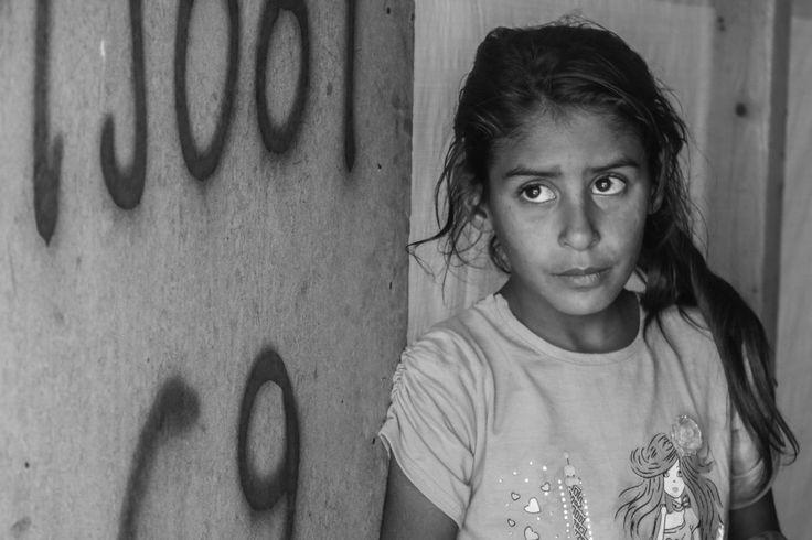 "photo by Reim Alhwary  mukhayam ""aljrahy"" almarajj biqae lubnan .. wahid min 'akbar almukhayamat alty yaeish fiha lajiiy alharb alssuria Camp ""chirurgici"" parti del tappeto erboso del Li"